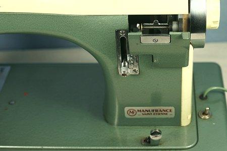 Les machines coudre de thierry omnia navette vibrante for Machine a coudre omnia mode d emploi